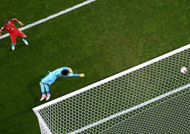 Portugal y México empatan en partido de Copa Confederaciones
