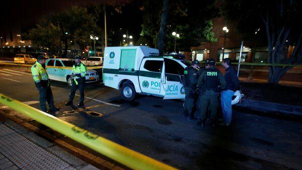 Policía enfrente del centro comercial de Bogotá, donde se produjo una explosión - Sputnik Mundo