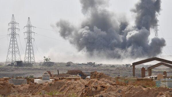 Los ataques contra las posiciones de Daesh cerca de la ciudad siria de Deir Ezzor - Sputnik Mundo