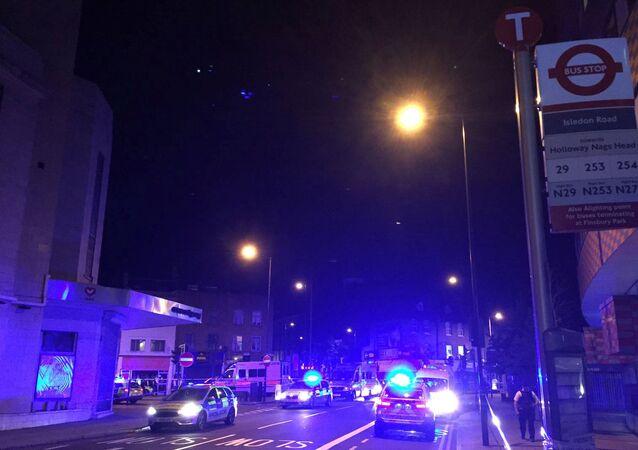 La Policía londinense desplegada cerca del incidente con camión en el norte de la capital