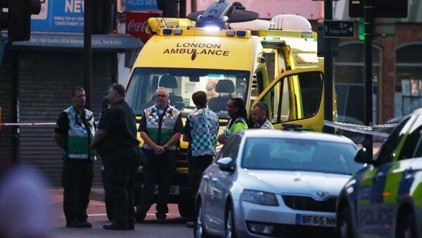 La ambulancia londinense cerca del incidente con camión en el norte de la capital - Sputnik Mundo