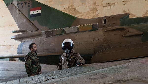 Un Su-22 de la Fuerza Aérea Siria - Sputnik Mundo