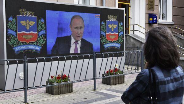 Retransmisión de la 'Línea directa' con Putin - Sputnik Mundo