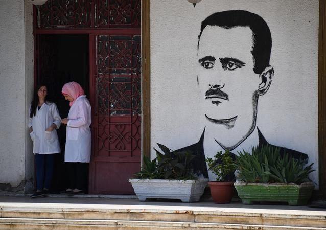 Un mural con el retrato de Bashar Asad (archivo)