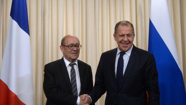 El ministro de Asuntos Exteriores de Francia, Jean-Yves Le Drian, y el ministro de Asuntos Exteriores de Rusia, Serguéi Lavrov (archivo) - Sputnik Mundo