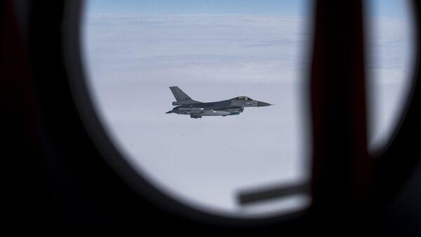 Caza F-16 de la OTAN - Sputnik Mundo