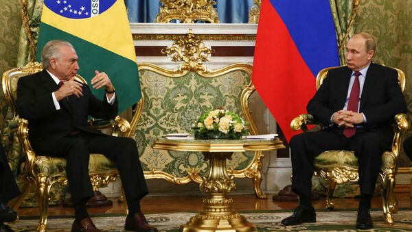 Vladímir Putin, presidente de Rusia, y Michel Temer, presidente de Brasil - Sputnik Mundo