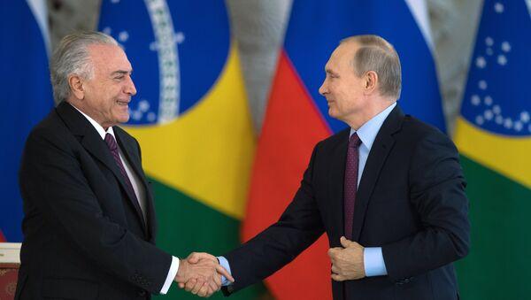Presidente de Rusia, Vladímir Putiny el presidente Brasil, Michel Temer - Sputnik Mundo