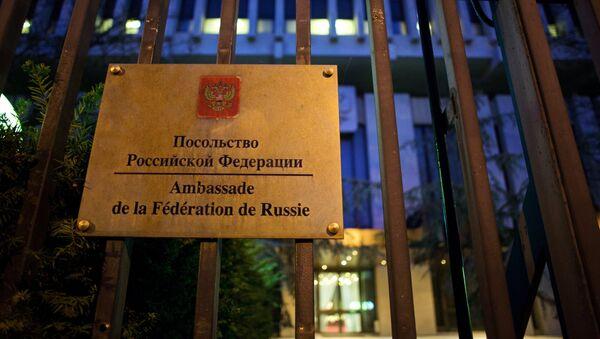 Signo de la Embajada de Rusia en París, Francia - Sputnik Mundo