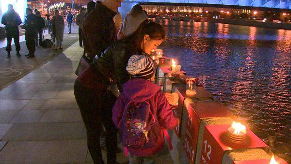 Moscú conmemora el aniversario de la Gran Guerra Patria encendiendo 1.418 velas - Sputnik Mundo
