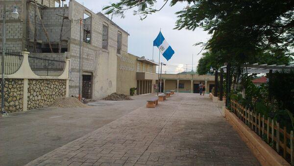 Una calle con la bandera de Guatemala - Sputnik Mundo