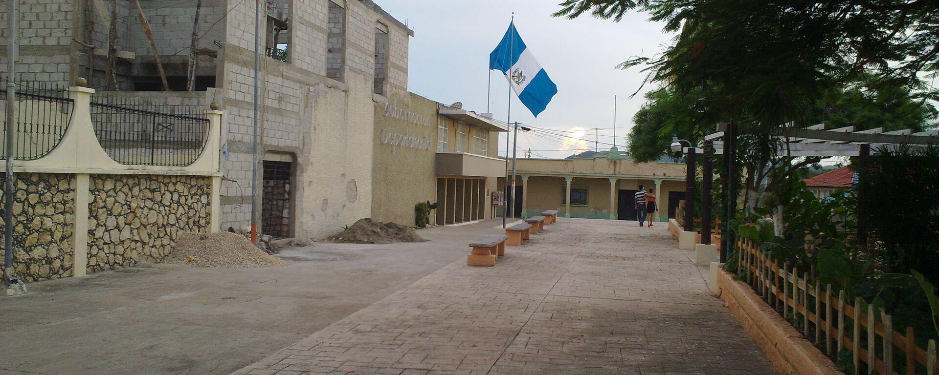 Una calle con la bandera de Guatemala - Sputnik Mundo, 1920, 30.07.2021