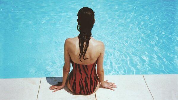 Chica en bañador - Sputnik Mundo
