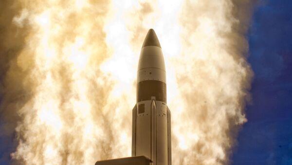 Un misil de medio alcance SM-3 (archivo) - Sputnik Mundo