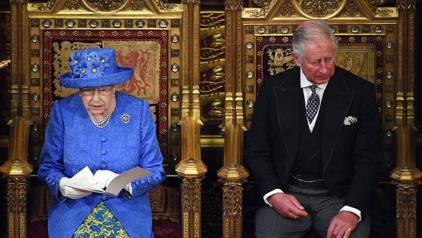 Reina Isabel II y Príncipe Carlos - Sputnik Mundo