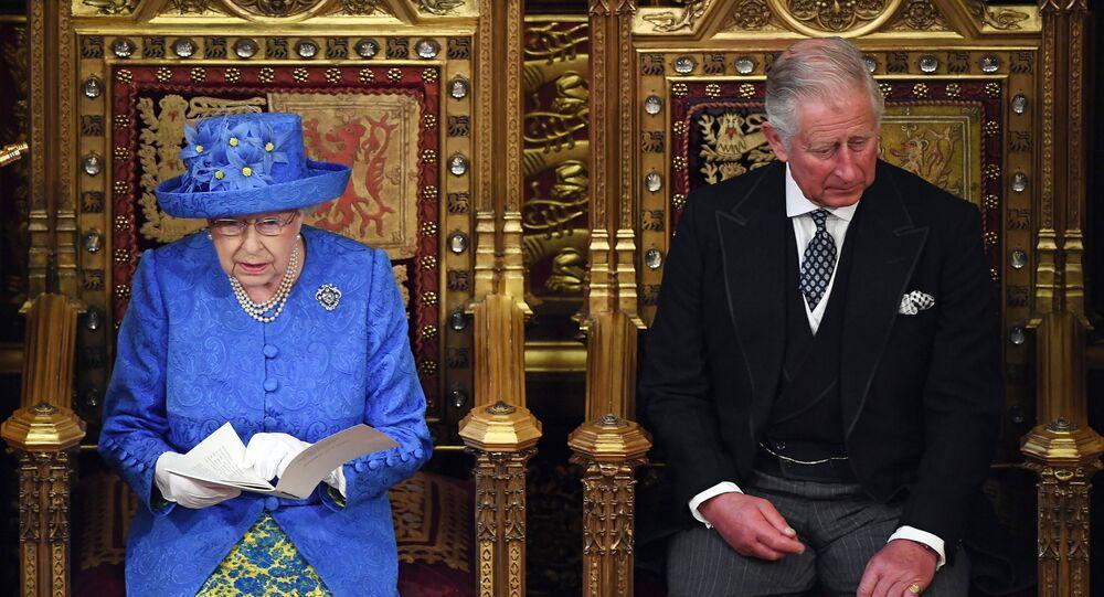 Reina Isabel II y Príncipe Carlos