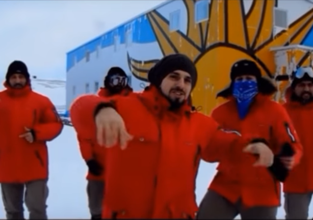 Uruguayos bailan Despacito en la Antártida