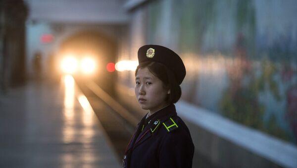 El metro en Pyongyang - Sputnik Mundo