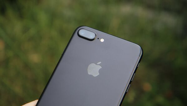 Parte trasera del iPhone 7 Plus - Sputnik Mundo