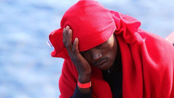 Un migrante de Libia - Sputnik Mundo