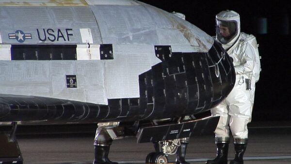 El Boeing X-37B, parte el arsenal militar de Estados Unidos en el espacio - Sputnik Mundo