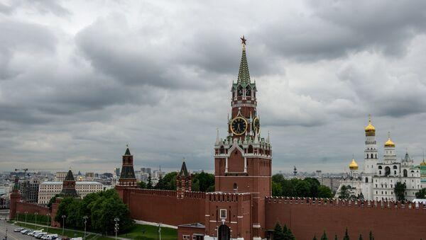 La torre Spásskaya del Kremlin de Moscú, Rusia - Sputnik Mundo