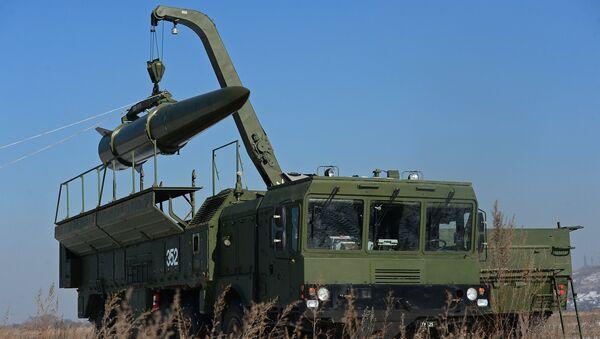 El sistema de misiles tácticos ruso Iskander durante las maniobras (archivo) - Sputnik Mundo