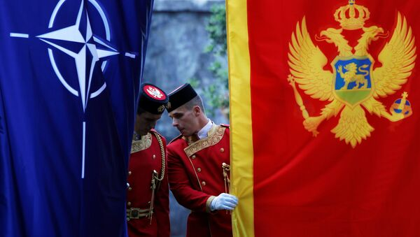 Banderas de la OTAN y Montenegro - Sputnik Mundo