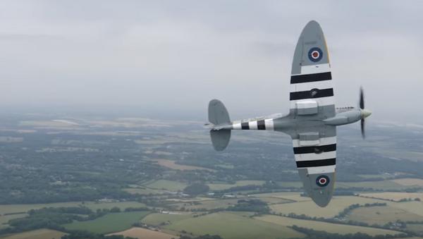 Un 'as' de la Luftwaffe nazi vuela en el avión más emblemático de la RAF británica (vídeo) - Sputnik Mundo