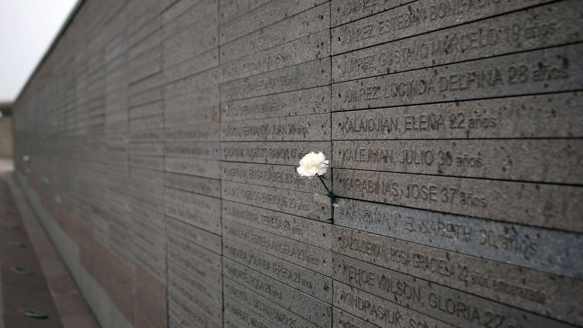 Monumento a las Víctimas del Terrorismo de Estado, con los nombres de los desaparecidos y asesinados durante la dictadura en Argentina (1976-1983) - Sputnik Mundo, 1920, 28.05.2021