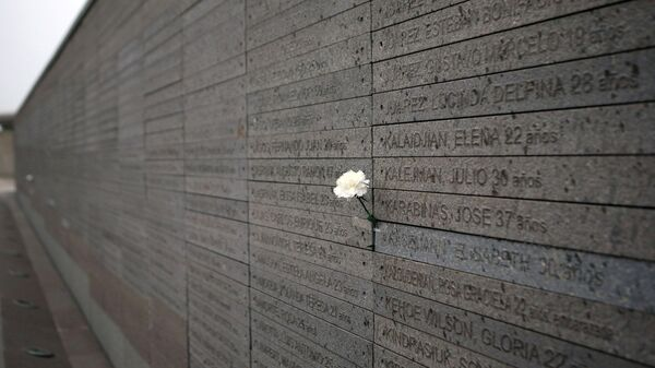 Monumento a las Víctimas del Terrorismo de Estado, con los nombres de los desaparecidos y asesinados durante la dictadura en Argentina (1976-1983) (archivo) - Sputnik Mundo