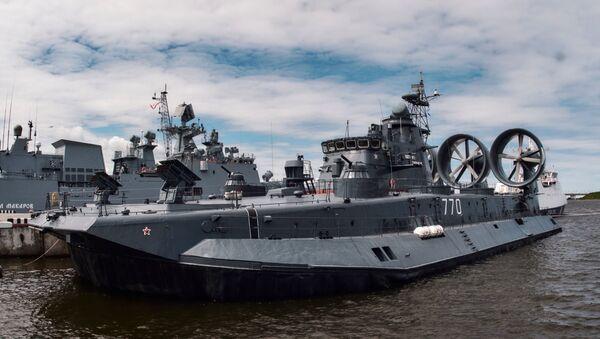Un buque ruso en el Salón Internacional de Marina de Guerra en San Petersburgo, Rusia - Sputnik Mundo