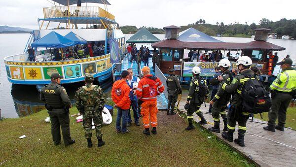 Rescatistas trabajan en el lugar del naufragio en Colombia - Sputnik Mundo