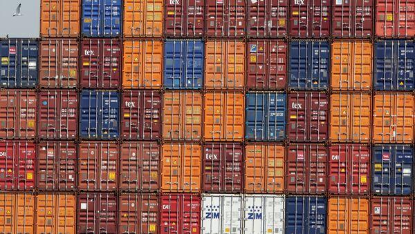 Los contenedores en el puerto (imagen referencial) - Sputnik Mundo