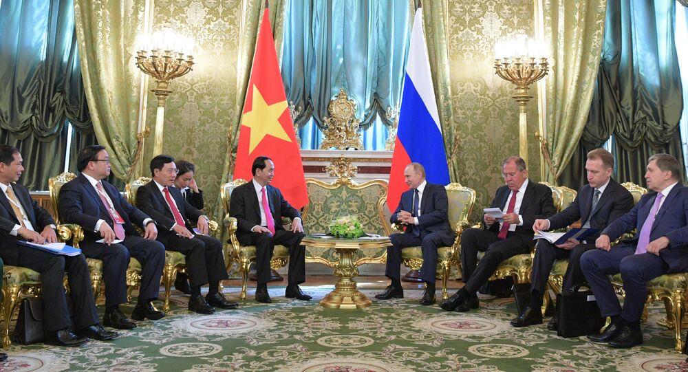 El presidente de Vietnam, Tran Dai Quang, y el presidente de Rusia, Vladímir Putin