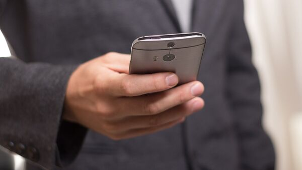 Un teléfono móvil  (imagen ilustrativa) - Sputnik Mundo