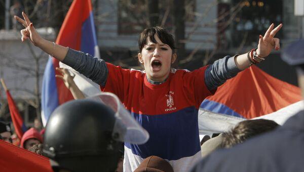 Joven de la República Srpska durante protestas (imagen referencial) - Sputnik Mundo