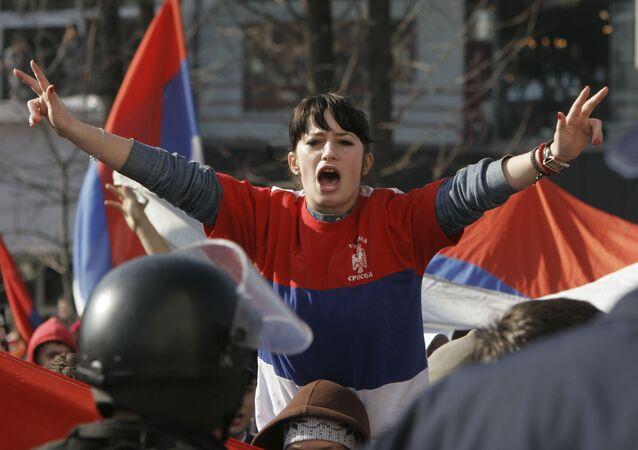 Joven de la República Srpska durante protestas (imagen referencial)