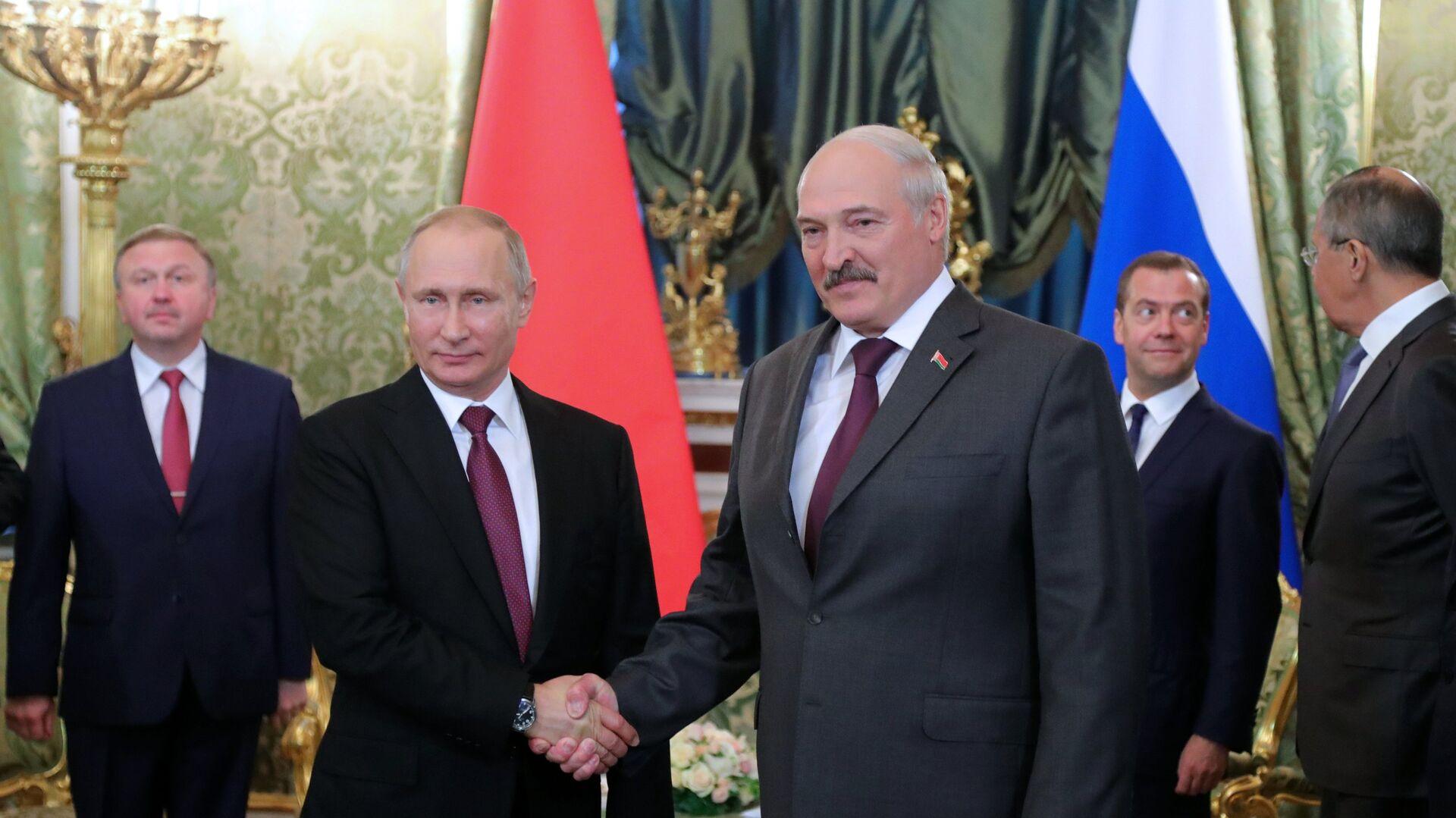 Presidente de Rusia, Vladímir Putin, presidente de Bielorrusia, Alexandr Lukashenko - Sputnik Mundo, 1920, 01.07.2021