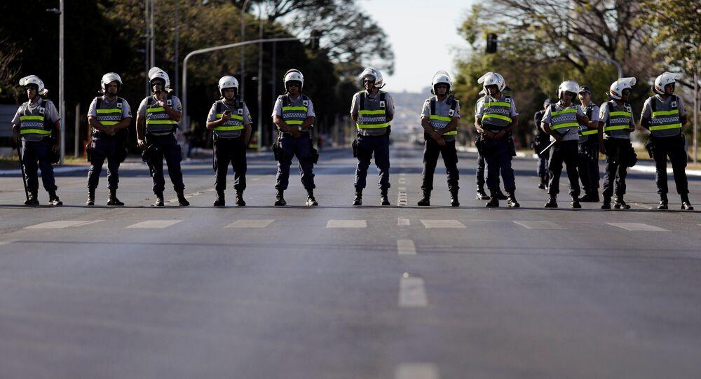 Policías brasileños durante las protestas en Brasilia