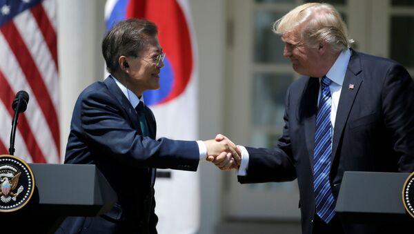 Presidente de Corea del Sur, Moon Jae-in, y presidente de EEUU Donald Trump (archivo) - Sputnik Mundo