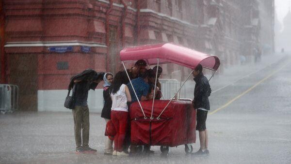 Lluvia en Moscú - Sputnik Mundo