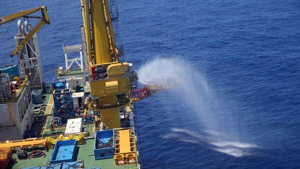 Una plataforma de perforación para el 'hielo combustible' en el mar de China Meridional, 9 de junio de 2017. - Sputnik Mundo