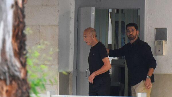 El exprimer ministro de Israel Ehud Olmert abandona la prisión de Maashyahu - Sputnik Mundo