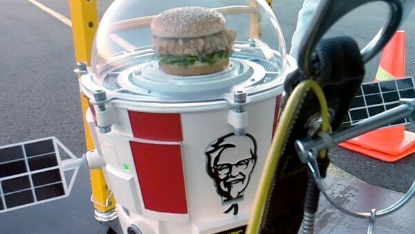 Hamburguesa de KFC vuela hacia la estratosfera - Sputnik Mundo