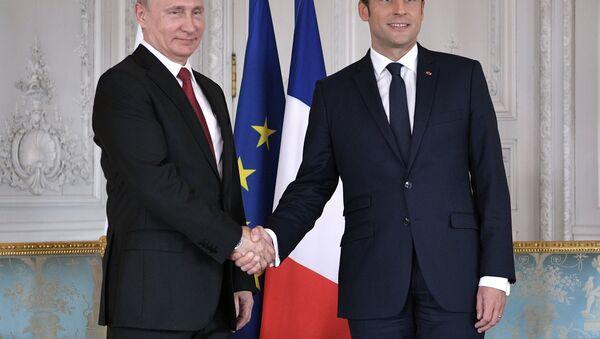 El presidente de Rusia, Vladímir Putin, y su homólogo francés, Emmanuel Macron (archivo) - Sputnik Mundo