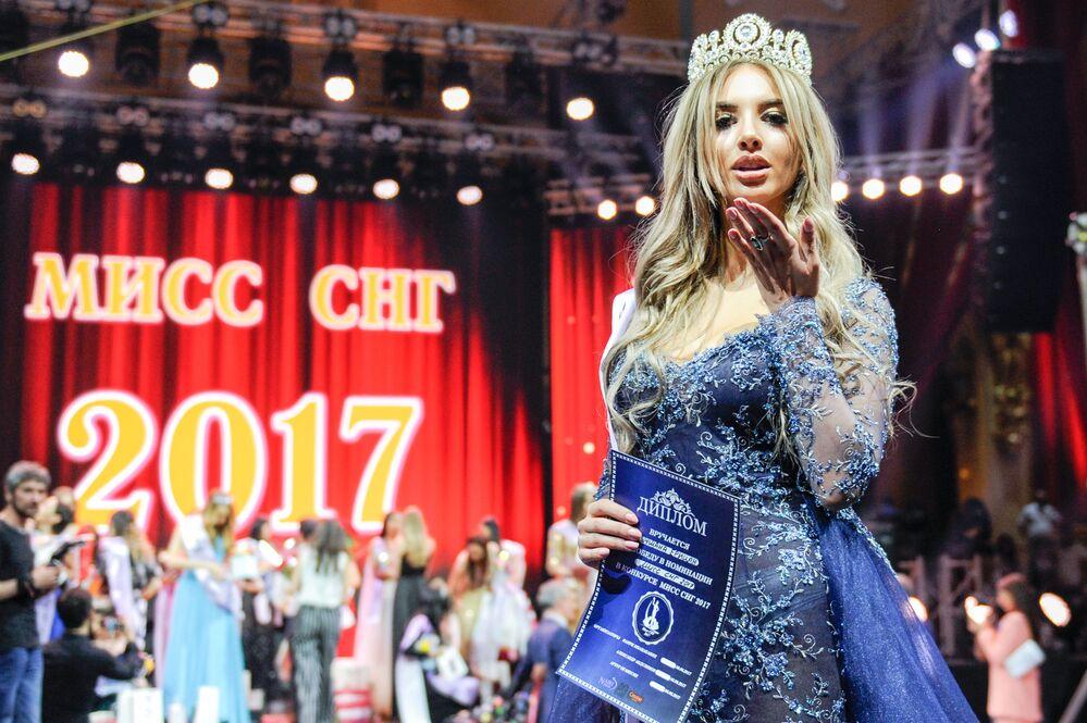 Eritsián desfila durante el Miss CEI 2017