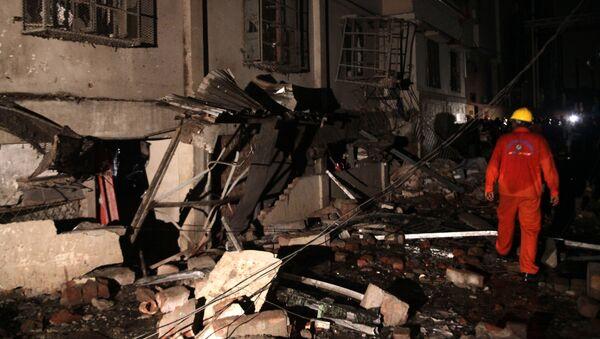 Explosión en una fábrica de confección en Bangladés - Sputnik Mundo
