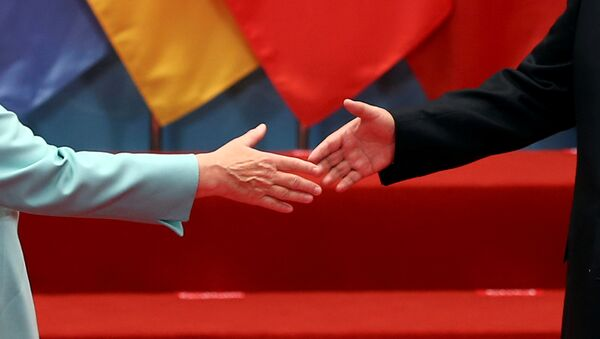 La canciller de Alemania, Angela Merkel, y el presidente de China, Xi Jinping (archivo) - Sputnik Mundo
