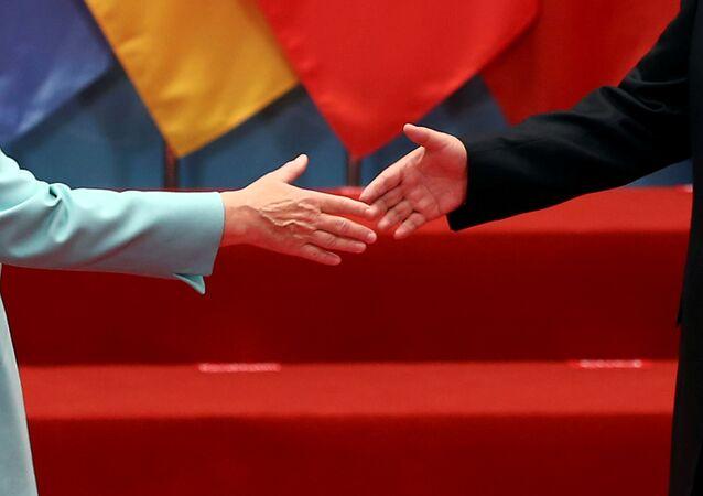 La canciller de Alemania, Angela Merkel, y el presidente de China, Xi Jinping (archivo)
